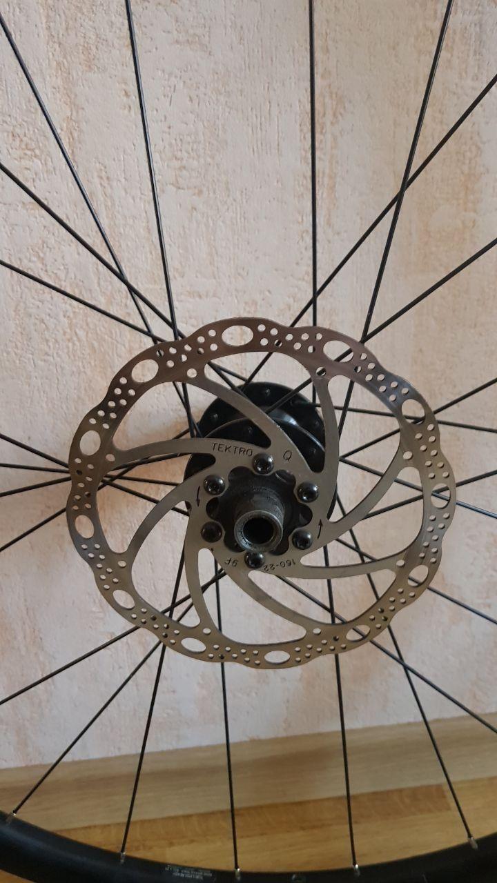 Задние колесо с диском Bontrager Affinity TLR Rim, 700c 24h TLR Disc, Presta, Black на ось 142x12mm