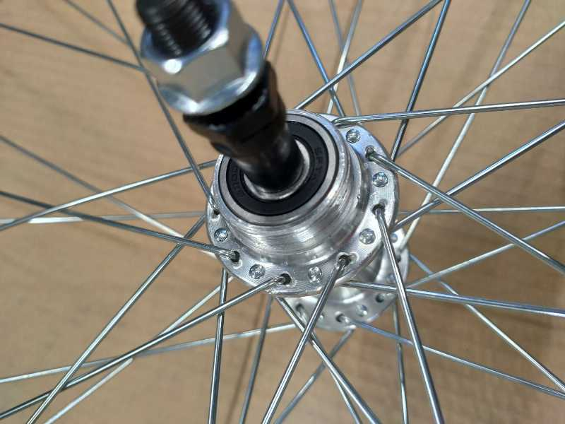 Колеса велосипеда в сборе. Сборка колес.