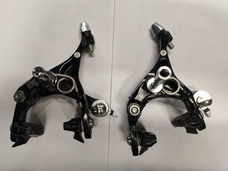 Комплект шоссейных калиперов SHIMANO Dual-Pivot Brake Caliper BR-R561 Black. Новые.