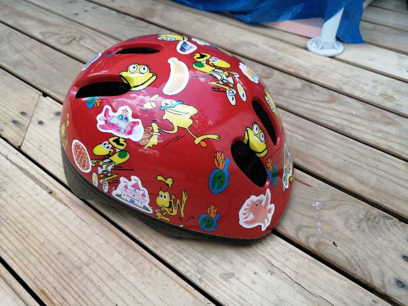 Лёгкий беговел и шлем