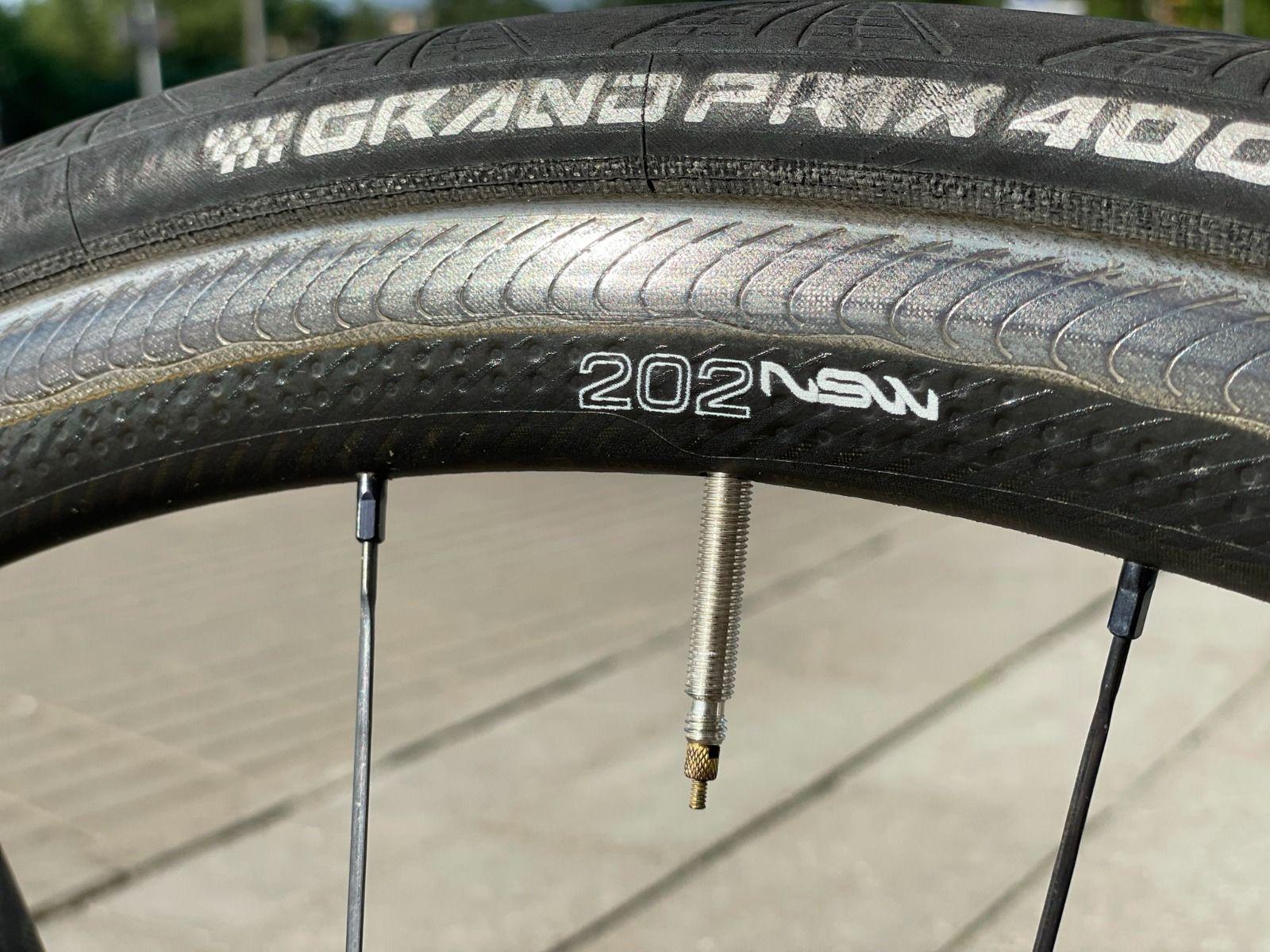 карбоновые колеса Zipp 202 NSW (высшая линейка Zipp) 1,375 гр. Клинчер.