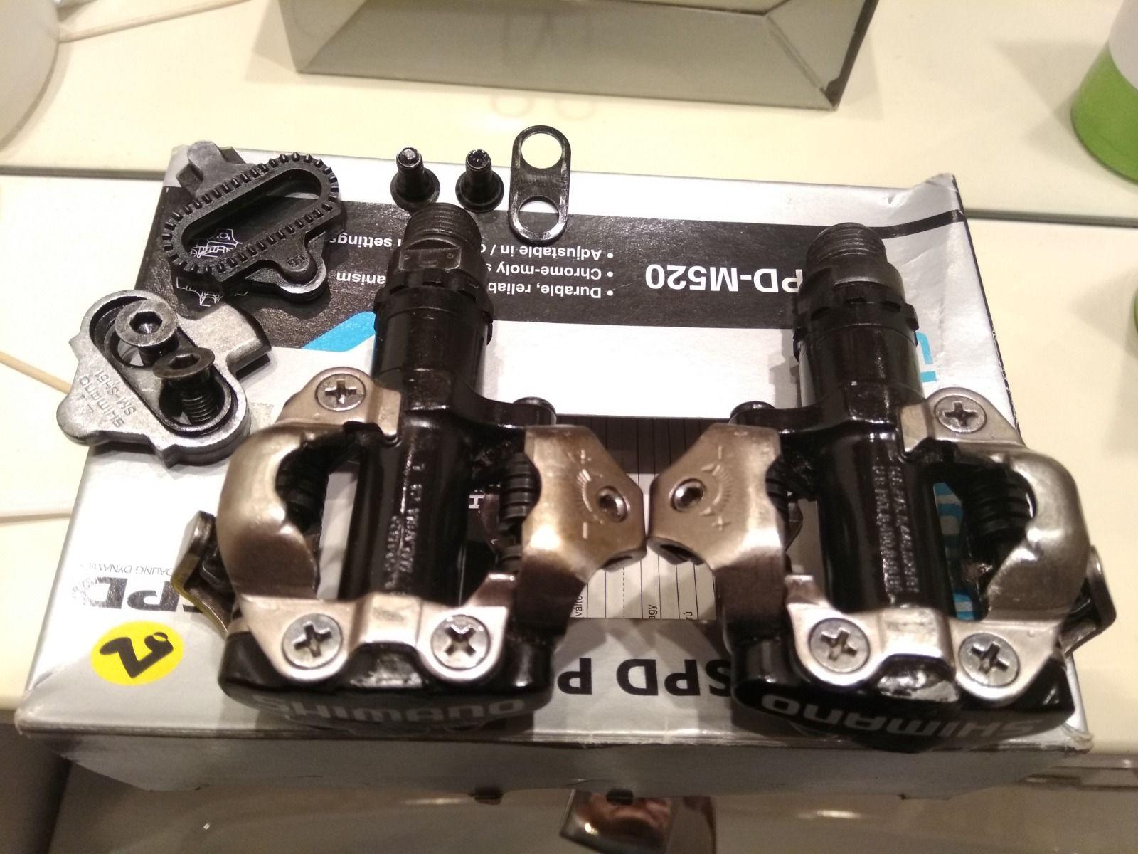 Контакты Shimano SPD PD-M520 с шипами.