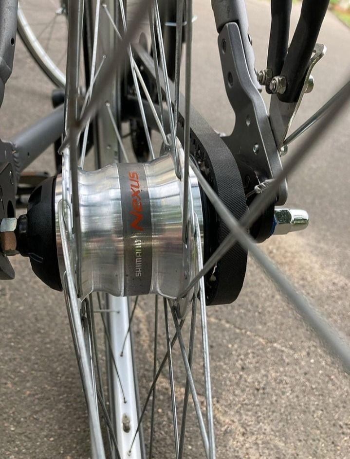 Алюминиевый велосипед на ременной передаче.