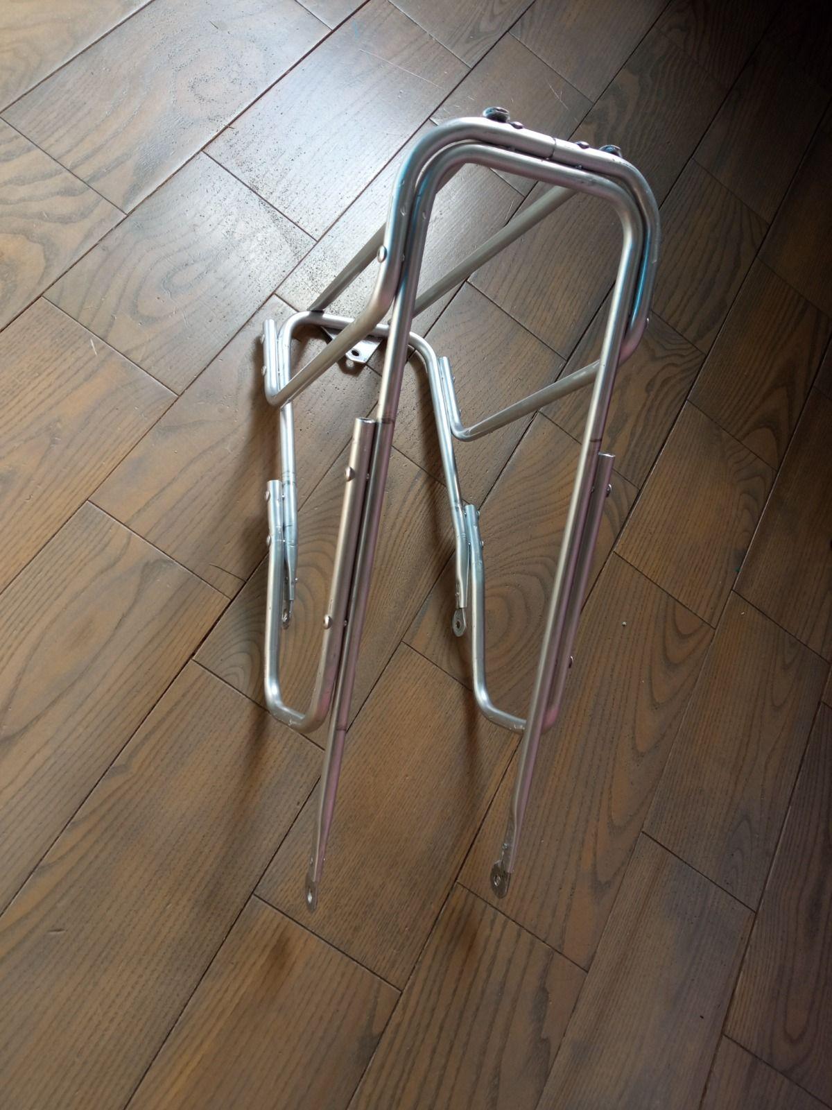 Передний багажник для сумок.