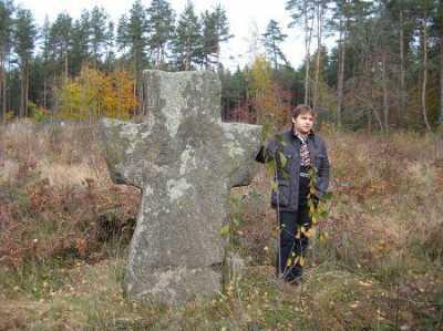 Каменные кресты