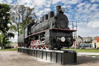 Паровоз-памятник в честь основания железнодорожных станций