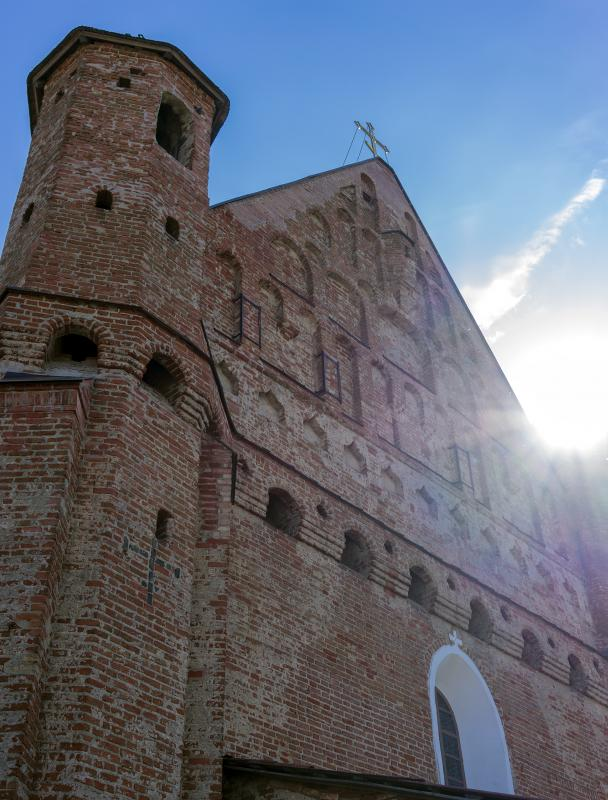 the_ancient_church_of_a_defensive_type_against_the_sun_dlya_poekhali.jpg