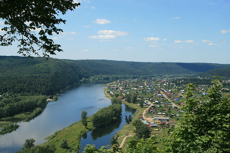 800px-Ufa_river_in_Krasnyi_Klyuch__view_from_Lysaya_mountain.jpg