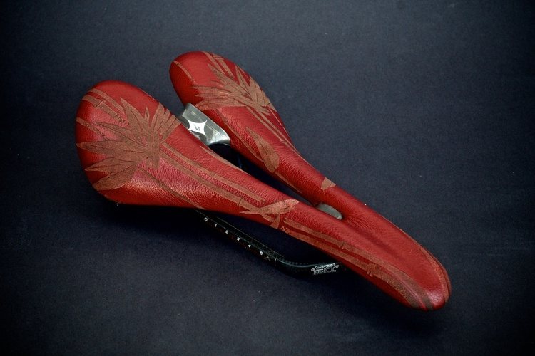 Specialized-oura-pro-carbon-womens-saddle-custom-leather-bamboo-laser-etched-red-handmade-.jpg