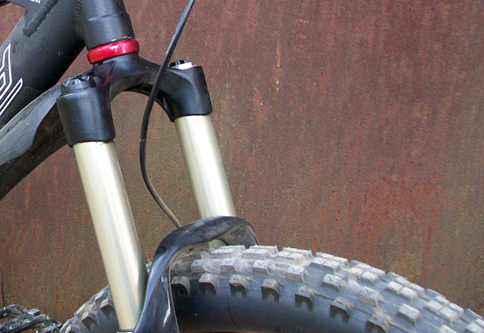 26x3_DH-tire_on_bike_-700px.jpg