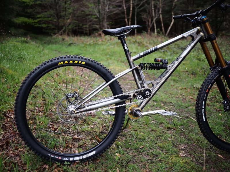 Starling-Cycles-Sturn-downhill-bike.jpg