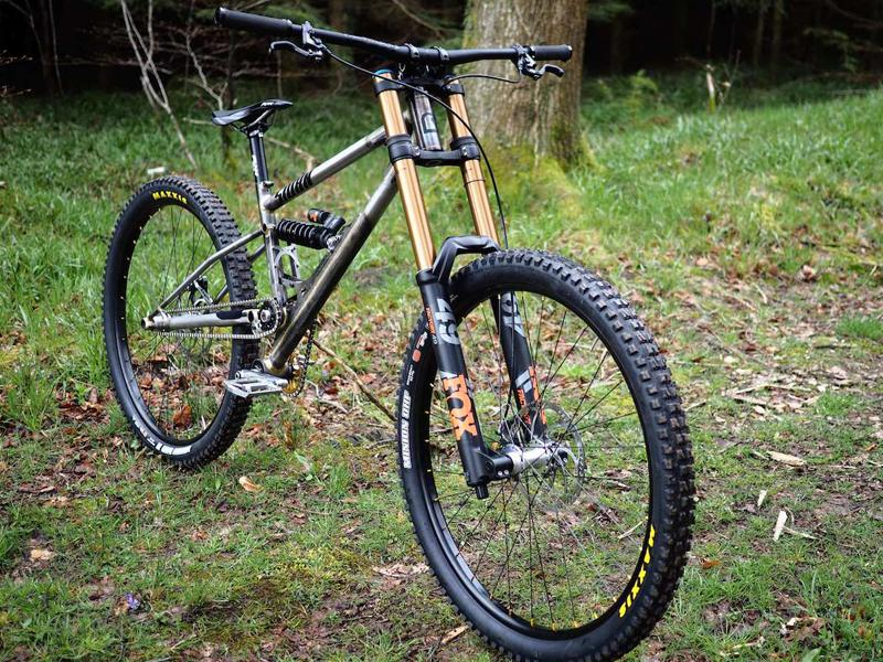 Starling-Cycles-Sturn-downhill-bike-_ph2.jpg