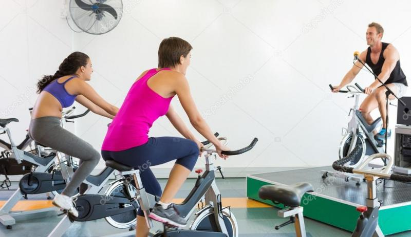 depositphotos_50061243-Spin-class-working-out-with-motivational-instructor.jpg