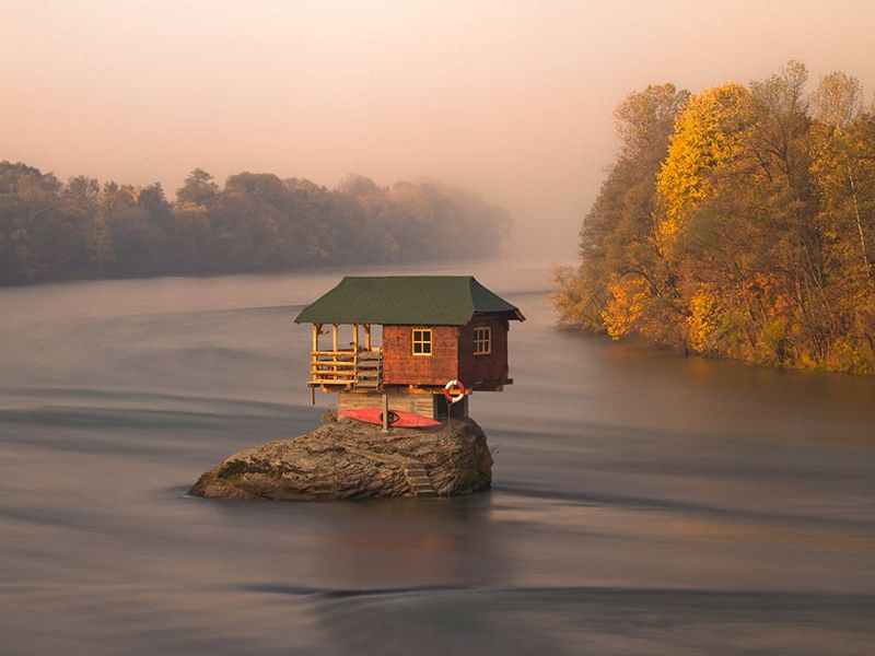 house-river-serbia_57361_small.jpg