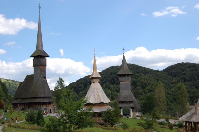 Manastirea_Barsana_Maramures_-_vedere_de_ansamblu.jpg