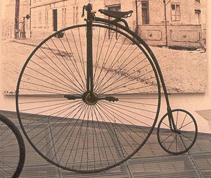 Starinnyi-velosiped-s-bol1shim-perednim-kolesom.jpg