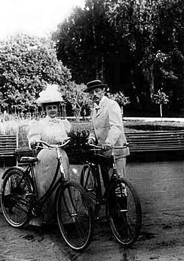 bike-thenabokovs_roditeli.jpg